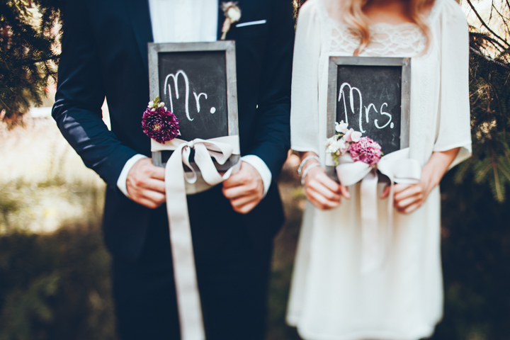 Many details were DIYed for the shoot like these chalkboard signs decorated with dahlias and ribbons
