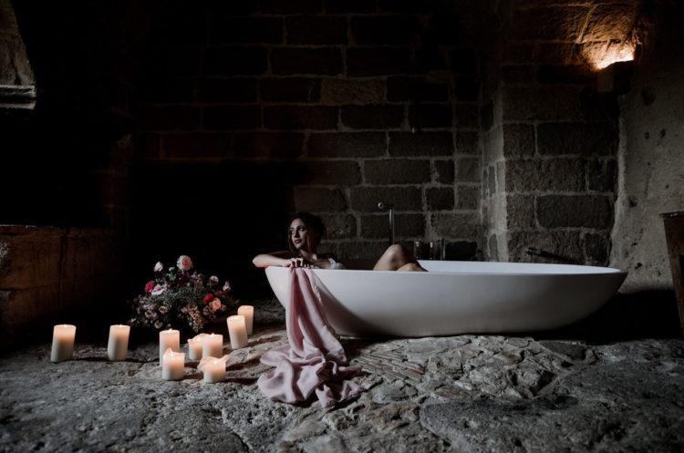 Das Schießen begann aus Sie eine wunderschöne Braut-boudoir in eine der coolsten lokalen hotels, die zum Teil in Höhlen