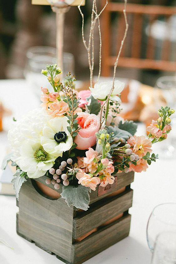 a pallet wood box with peachy and pink blooms will be a perfect idea for spring and summer