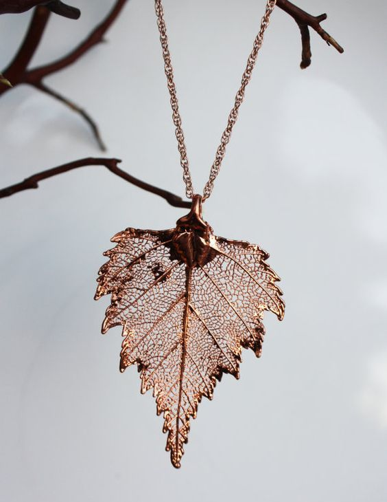 a copper leaf necklace that looks real is an amazing and chic idea