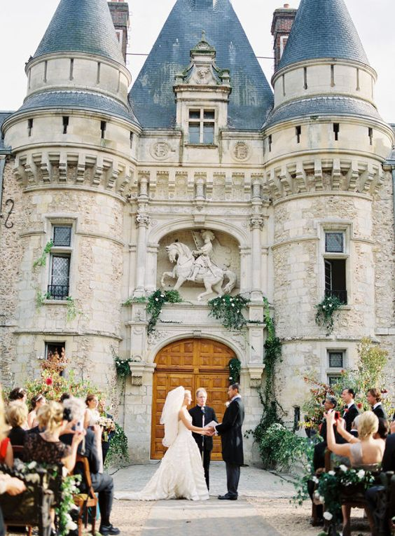get married in front of the gorgeous castle gate or doors, decorate it with greenery and flowers