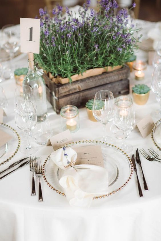 a pallet box with fresh lavender is ideal for a rustic or Provence-style centerpiece