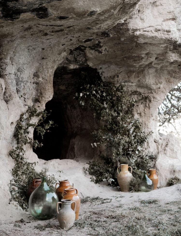 Antike Amphoren und Vasen wurden für die Zeremonie Dekor