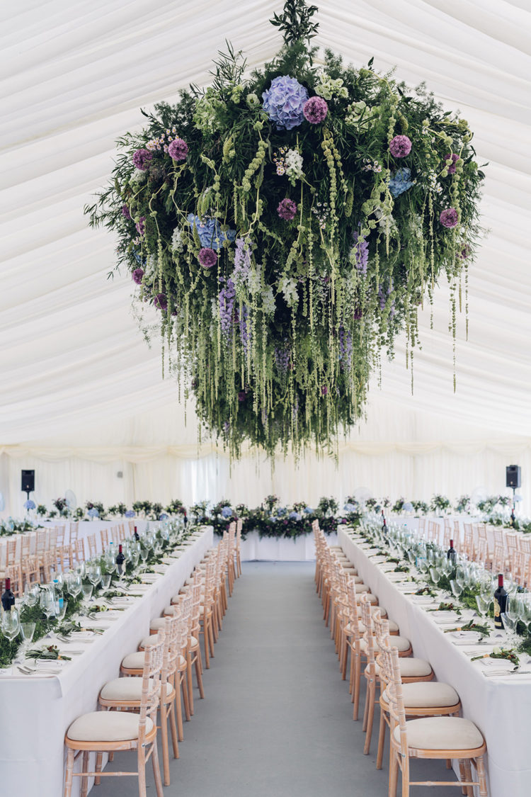 Look at this gorgeous woodland floral display, isn't it stunning
