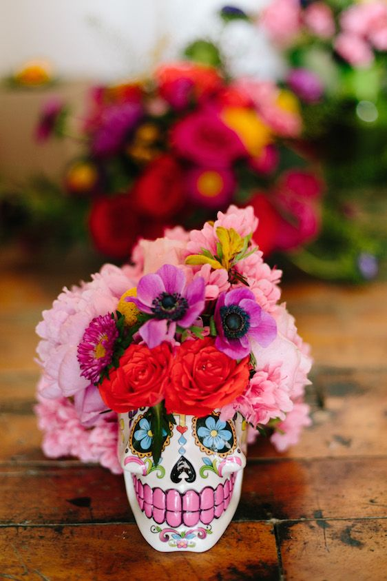 a colorful sugar skull vase with bold florals will be great for a Cinco de Mayo wedding