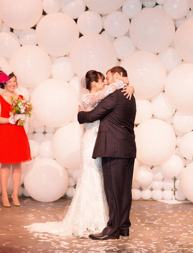 white balloons of different sizes that comprise a wedding backdrop
