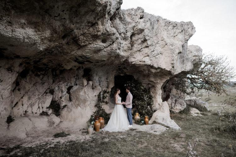 Die Zeremonie fand in einer alten Höhle, es gibt viele solche Höhlen in der region