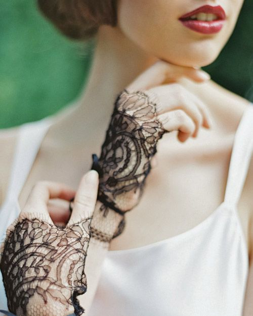 black lace gloves for a Gothic bride