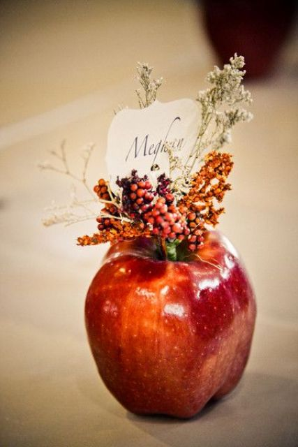 an apple card holder will easily fit any fall wedding