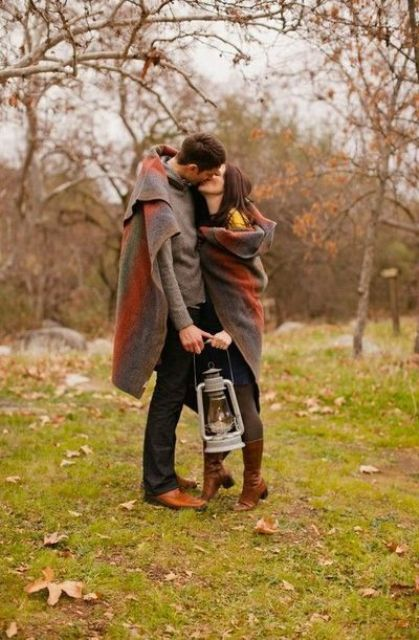 12 More Cozy And Sweet Fall Engagement Photo Shoot Ideas