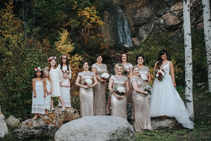 This Colorado mountain wedding strikes with the views and beautiful scenery around, with rustic and fall like touches