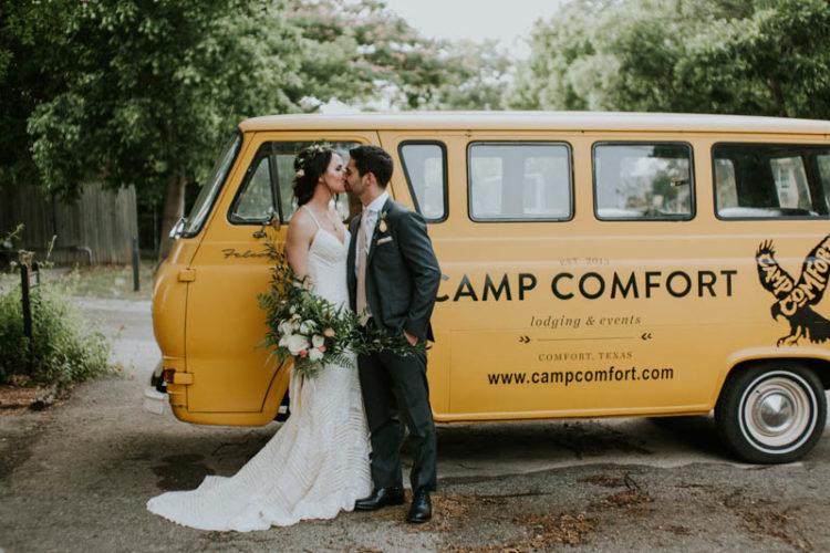 Diese boho chic Hochzeit im Sommer stattfand, in einem camp in Texas