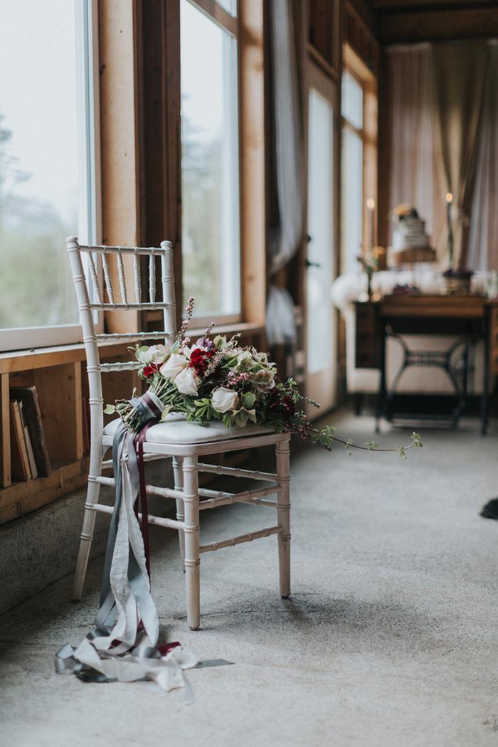 Diese wunderschöne Hochzeit Shooting war vintage meets modern, mit schicker Bauernhof mit rustikalen Elementen eingerichtet und ein feines fühlen