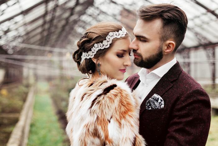 Das Hochzeit-Shooting wurde inspiriert durch die Farbe des Jahres, der Vegetation, und es fand in einem Gewächshaus