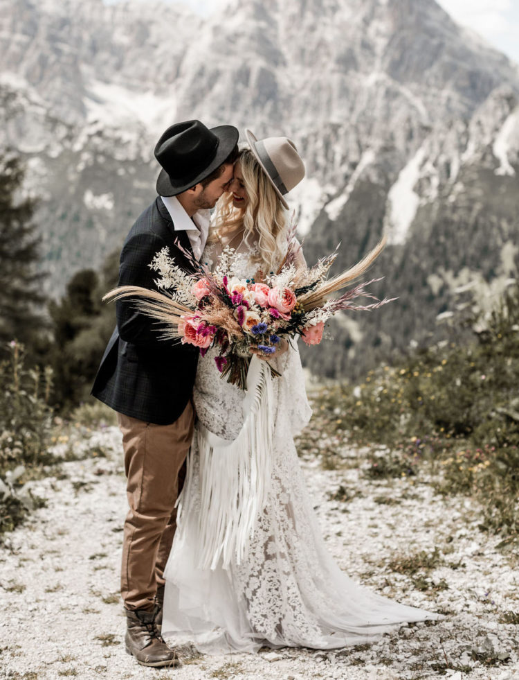 This wild and free spirited elopement shoot took place in the Italian Dolomites and it's totally amazing