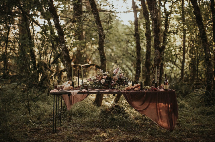 The dreamy tablescape was laid in the woodlands, in moody and muted shades, which are so inspiring for the fall