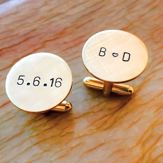 personalized cufflinks with the wedding date and initials will touch your groom