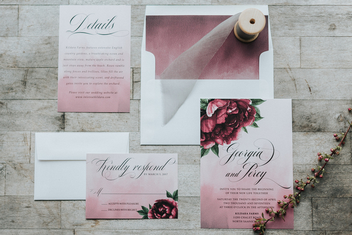 The wedding stationery was made in pink and burgundy shades, chic for a fall wedding