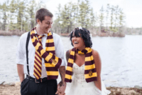 05 wear Gryffindor scarves and your groom can also add a tie to bring a Harry Potter flavor