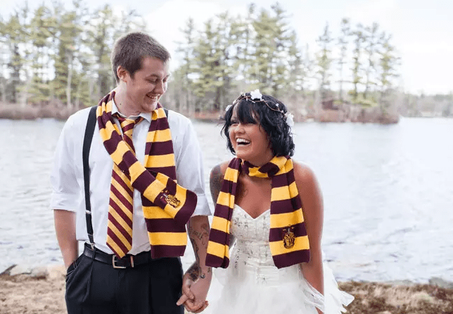 wear Gryffindor scarves and your groom can also add a tie to bring a Harry Potter flavor