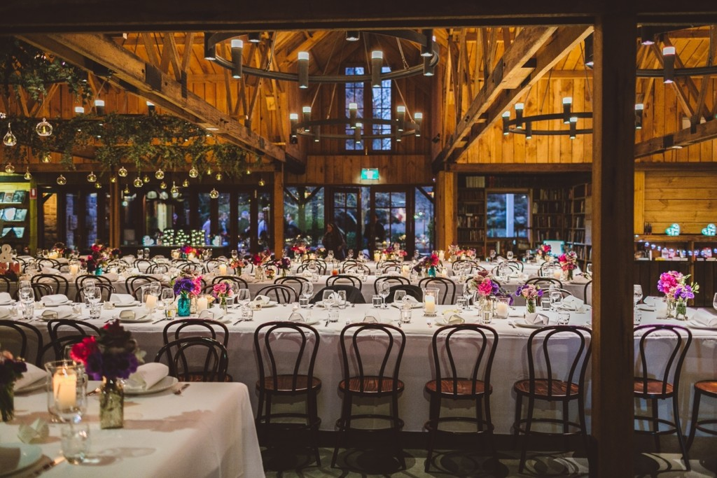 Chandeliers, much wood and candle bubbles created a cozy ambience