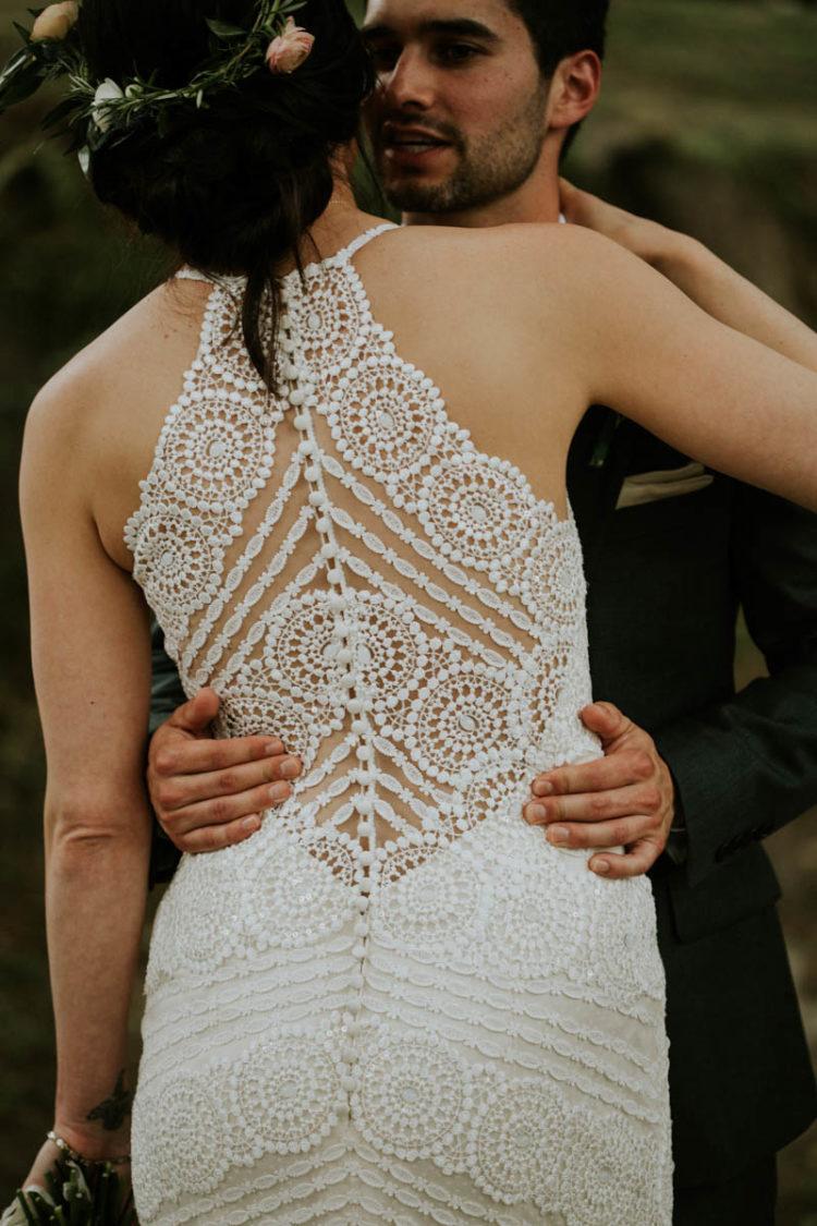 Blick auf das wunderschöne illusion zurück wedding dress