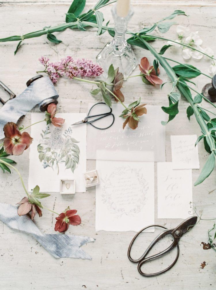 Der Hochzeits-Briefpapier war sehr neutral und sanft, mit Kräuter und Blüten