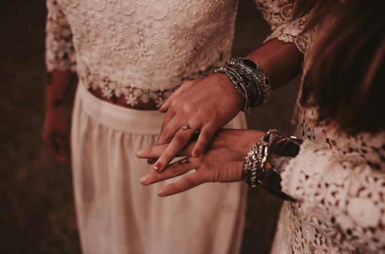 Das paar tattoos auf den großen Tag statt der üblichen Ringe