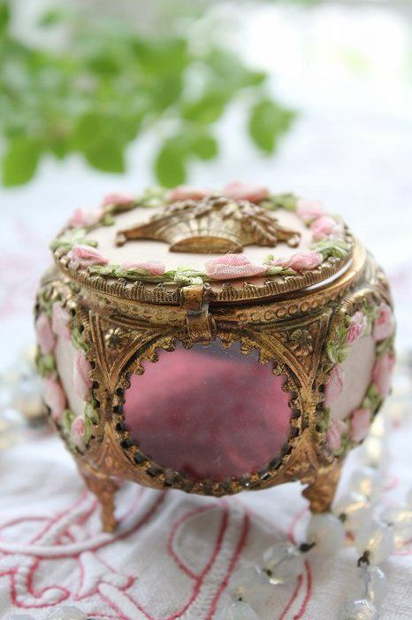 a refined vintage inspired pink jewelry box with roses and vintage gold