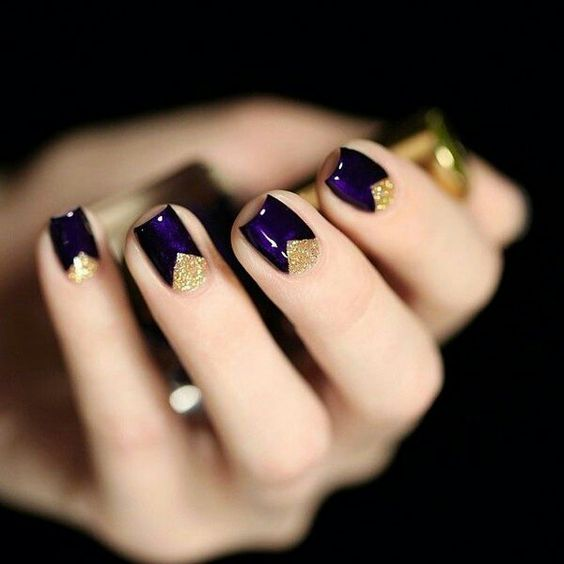 deep purple and gold glitter geometric wedidng manicure