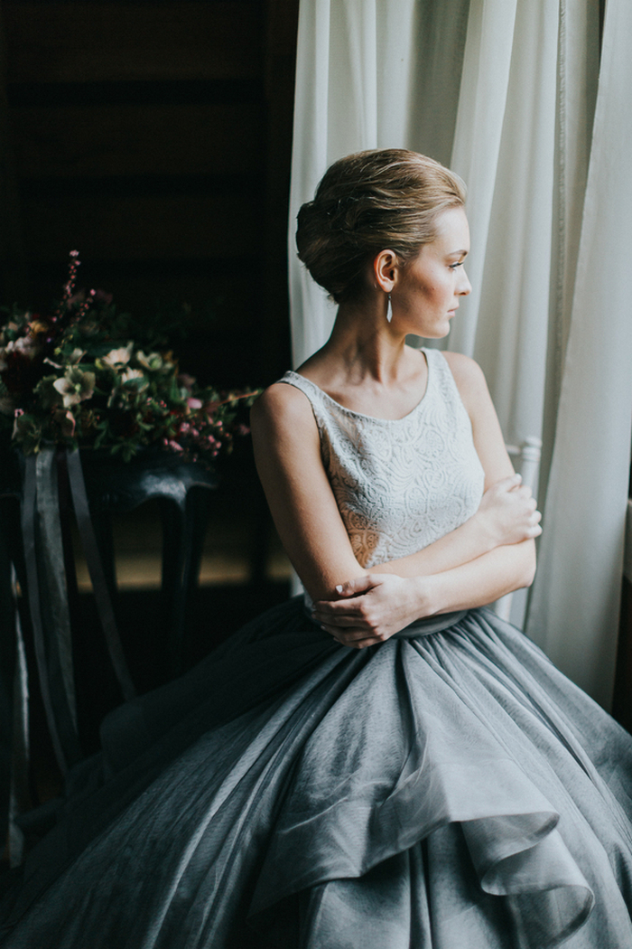 Her look was completed with statement earrings and a chignon hairstyle, for a modern meets vintage look