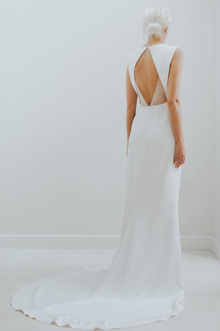 minimalistische Hochzeit Kleid mit einem Ausschnitt geometrische Rücken und einem durchsichtigen detail