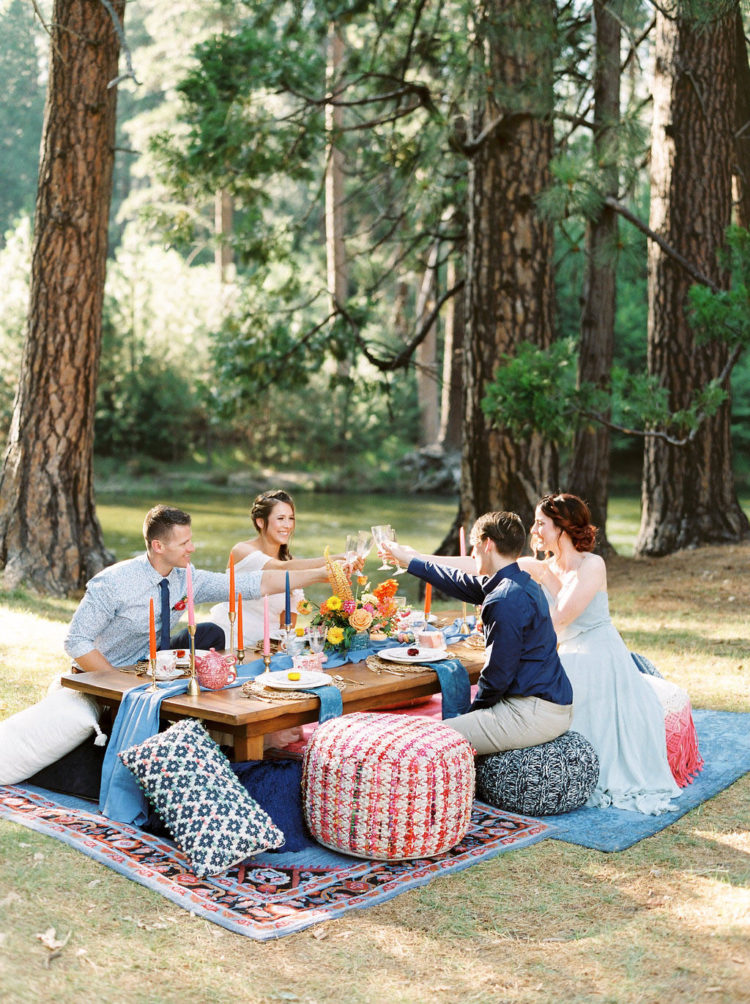 What a perfect outdoor setting for a picnic