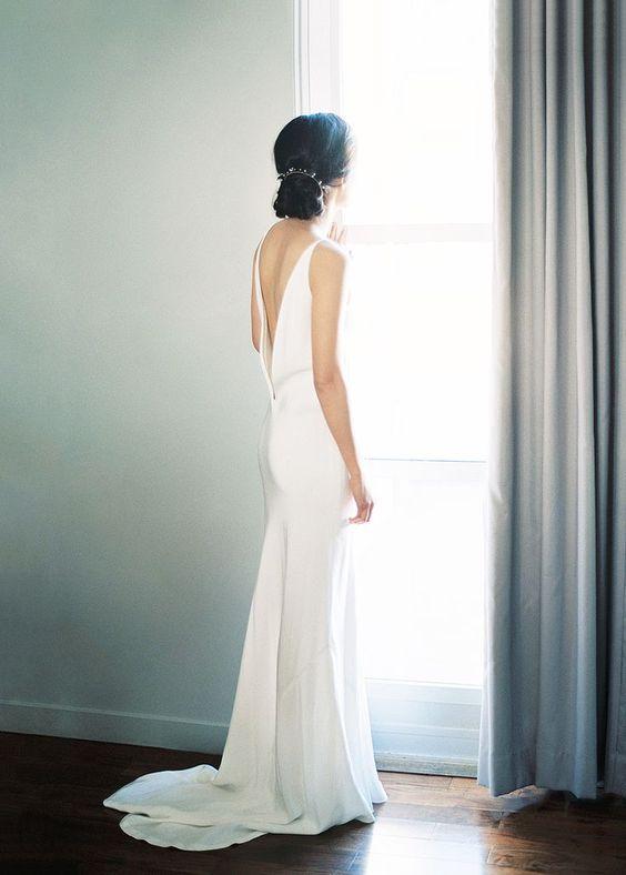 moderne Mantel brautkleid mit einem niedrigen Rücken und ein kleiner Zug für eine-chic-look