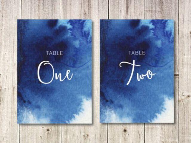 Aquarell-indigo-wedding Tischnummern mit weißen Buchstaben