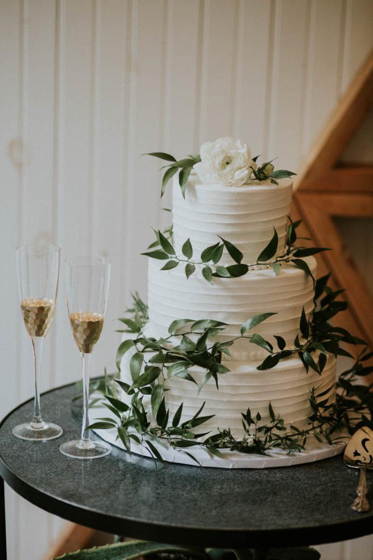 Der Hochzeits-Torte war eine strukturelle, mit frischem grün