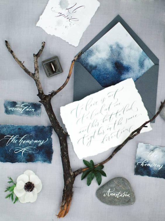Aquarell indigo Hochzeit Briefpapier mit grauen Umschläge und eine raw-edge