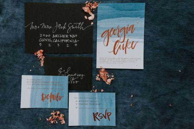 Aquarell indigo Hochzeit lädt mit Kupfer-Briefe und Umschläge schwarz