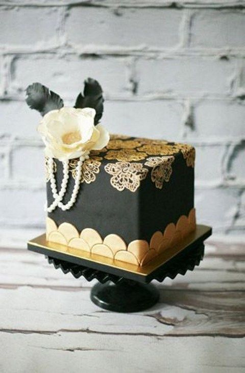 Pearls And Lace Cakes