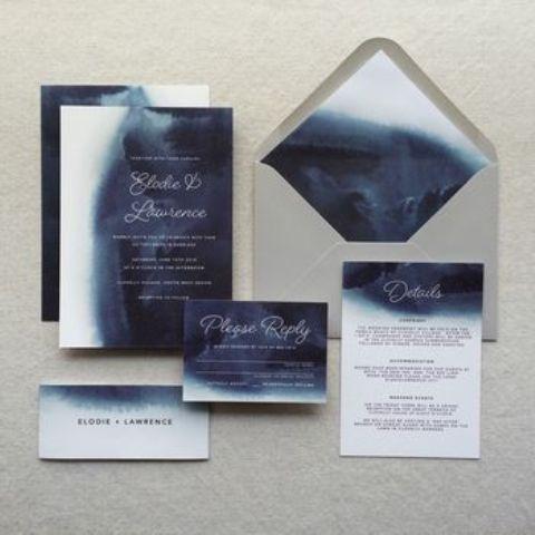 Aquarell indigo navy Hochzeits-Einladungen und einen grauen Umschlag