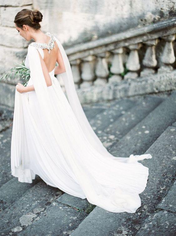 elegante open back brautkleid mit einem verzierten Umhang, um Sie heraus stehen zu lassen