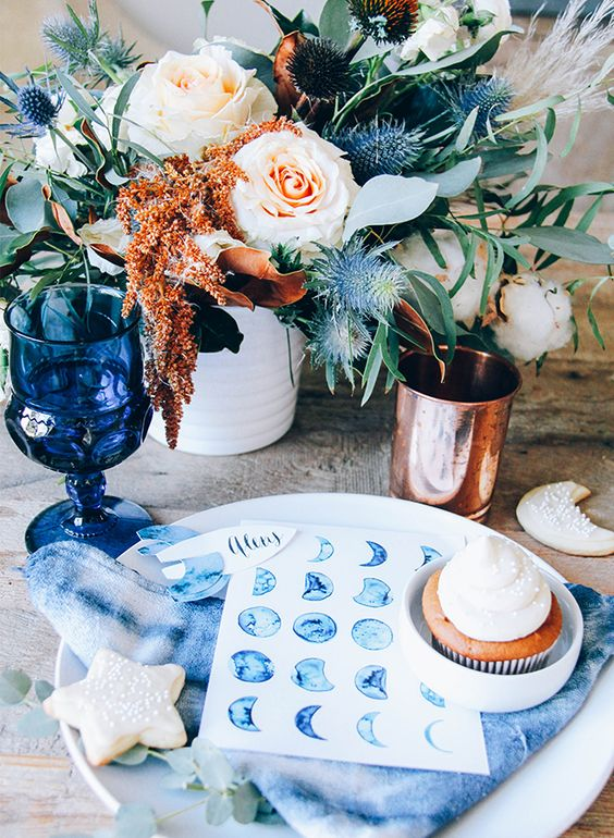 indigo napkins, seating cards and glasses for a creative and bold tablescape
