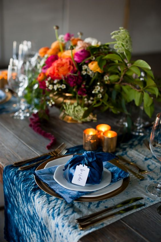 indigo shibori napkins and table runners for a bold and eye-catchy look