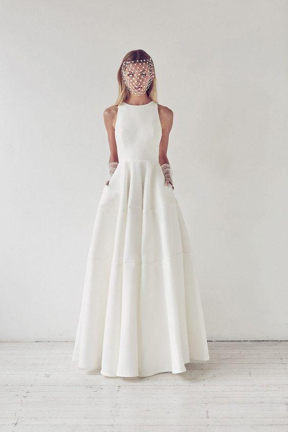 minimalistische neckholder-Ausschnitt A-Linie Hochzeitskleid mit Taschen, einem birdcage Schleier und Handschuhe