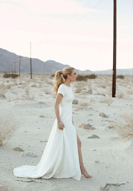 minimalistische kurze ärmel brautkleid mit vorne Schlitz und eine hohe Ausschnitt