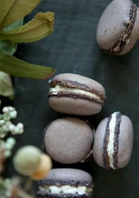 earl grey lavender macarons will be a nice dessert for your big day