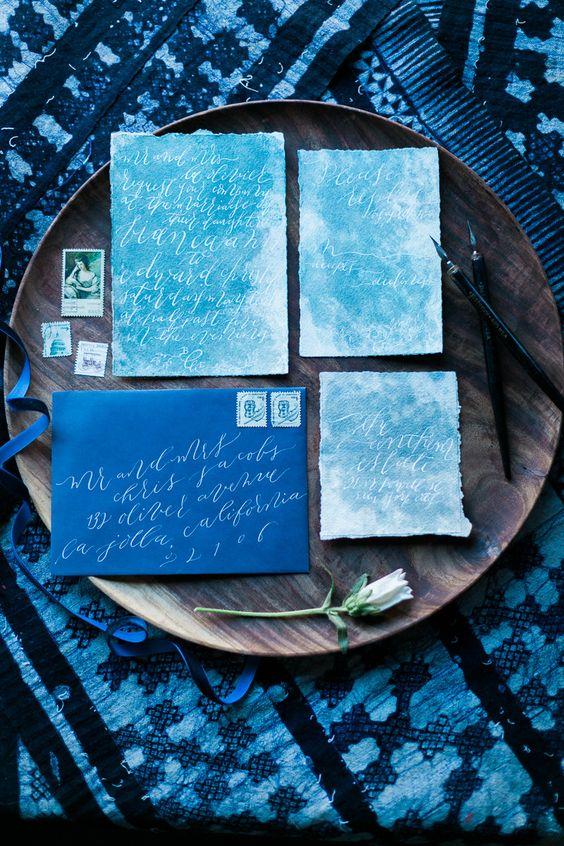 Türkis Hochzeit, Einladungen mit weißen Kalligraphie und indigo Umschläge