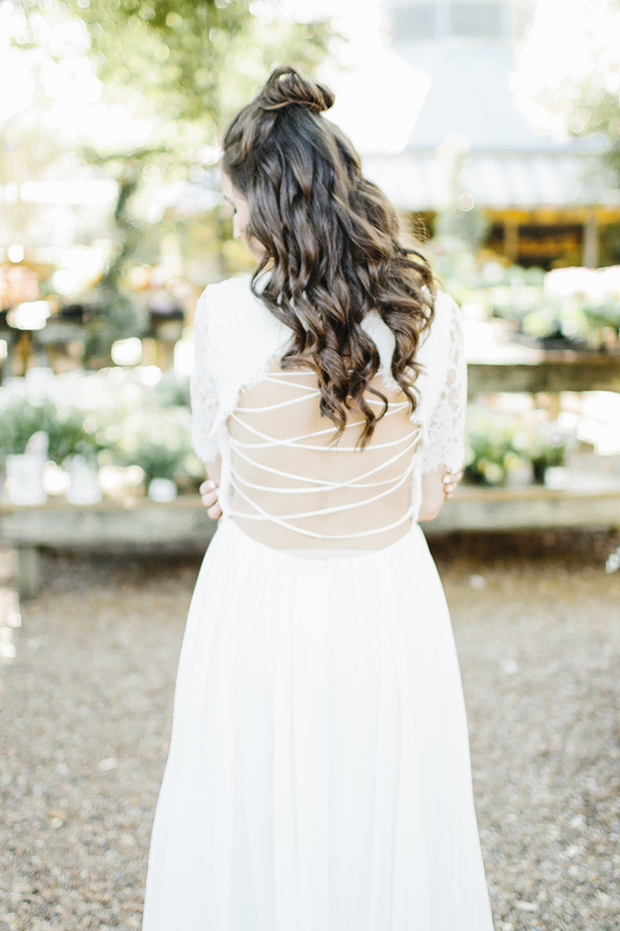 The back of the dress was open and strappy, this is the coolest detail of this dress