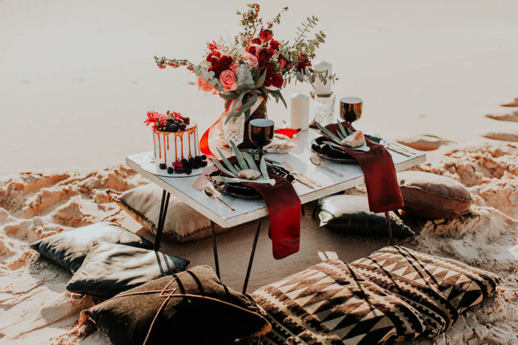 Get inspired by this amazing modern picnic setting with a boho feel