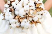 10 a raw cotton wedding bouquet will remind you of fluffy snow even there's no snow